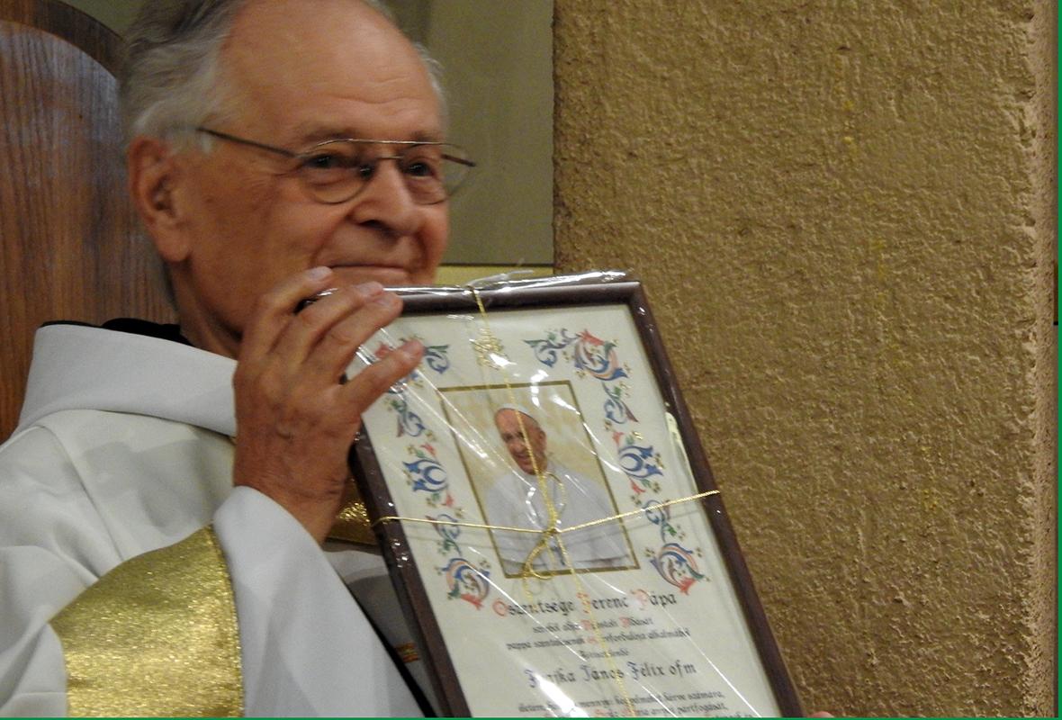 Ferenc pápa üdv